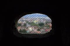 与网的被隔绝的窗口 免版税库存图片