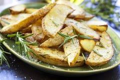 与罗斯玛丽的油煎的土豆 库存图片