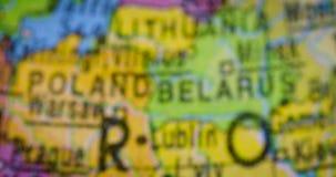 与罗马尼亚国家地图的世界地图 股票视频