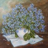 与美丽的勿忘草花束的静物画在陶瓷花瓶 蓝色春天花'忘记我'不是勿忘我草  皇族释放例证