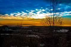 与美丽的天空的一个风景 免版税库存图片