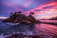 与美丽的天空的海滩 免版税库存照片