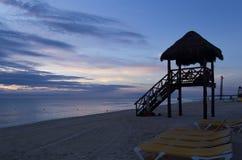 与美丽的天空的美丽如画的海视图 图库摄影