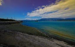 与美丽的天空的美丽的海滩 库存照片