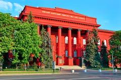 与美丽的红色专栏的中央入口对乌克兰的最著名的大学 Kyiv国民塔拉斯・舍甫琴科 库存图片