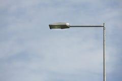 与美丽的蓝天排列的街灯 库存照片