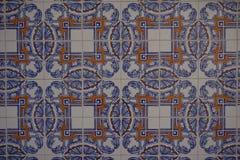 与美丽的蓝色和橙色装饰品的Azulejos 免版税库存照片