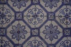 与美丽的蓝色花饰的Azulejos 库存照片