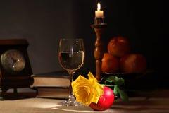 酒和果子 免版税库存图片
