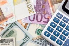 与美元钞票的欧元 免版税图库摄影