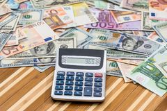 与美元钞票的欧元 库存图片