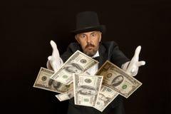 与美元钞票的魔术师展示 查出在黑色 库存照片