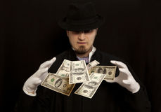 与美元钞票的魔术师展示 免版税库存照片
