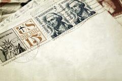 葡萄酒信件和邮票 免版税库存图片
