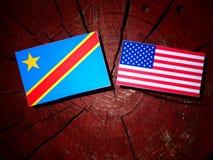 与美国旗子的刚果民主共和国旗子在树st 图库摄影