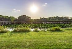 与美好的地平线的日落在Carter湖衣阿华奥马哈内布拉斯加 库存照片