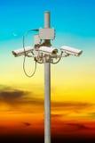 与美好的日落的CCTV柱子 库存图片