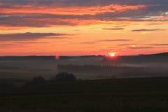 与美好的风景的红色日出 库存图片