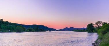 与美妙的颜色的日落在莱茵河 库存图片