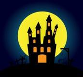 与老城堡的万圣夜背景 免版税图库摄影