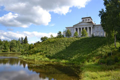与老家庭财产的夏天风景 库存图片
