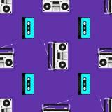 与老录音机和卡式磁带的印刷品 音乐无缝的样式 r 皇族释放例证