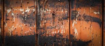 与老棕色和黑油漆的木背景 抽象背景 免版税库存图片