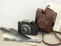 与老照相机的减速火箭的构成 免版税图库摄影