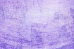与老白色难看的东西纹理的紫色背景斑纹镇压和线在一个困厄的葡萄酒设计 图库摄影