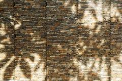 与老砖墙的抽象背景 库存照片