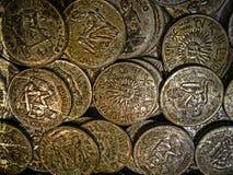 与老硬币的老照片 免版税库存图片