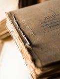 与老纸张文件的文件夹在档案里 库存图片