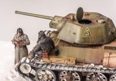 与老苏维埃t 34坦克的西洋镜 库存图片