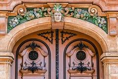 与老建筑细节的门面 02罗马尼亚方形timisoara联盟 库存图片
