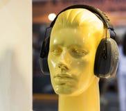 与耳朵笨拙的人的时装模特 免版税库存照片