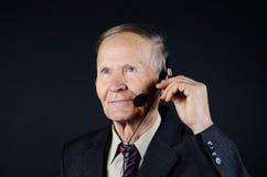 与耳机的商人 免版税库存图片