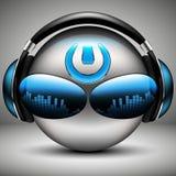 与耳机的残酷DJ音乐面带笑容 皇族释放例证