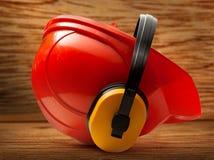 与耳机的红色安全帽 库存照片