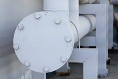 与耳轮缘,螺柱,螺栓的饮用水管道系统 库存图片
