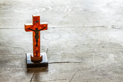 与耶稣的美好的老十字架 免版税库存照片