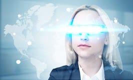 与聪明的玻璃的全球性网络 库存照片