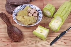 与肉丸的中国苦涩金瓜在汤 库存照片