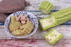 与肉丸的中国苦涩金瓜在汤 免版税库存图片