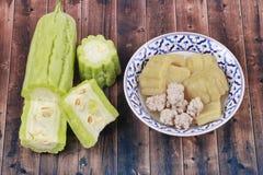 与肉丸的中国苦涩金瓜在汤 免版税库存照片