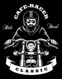 与胡子的摩托车车手在黑暗的背景 库存照片