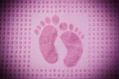 与脚印刷品的毛巾 库存图片