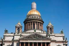 与脚手架圣徒以撒大教堂, Isaakievskiy Sobor的圆顶 免版税库存照片