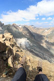 与腿、高山起动、山Grossvenediger和冰川, Hohe Tauern阿尔卑斯,奥地利的全景视图 免版税库存图片
