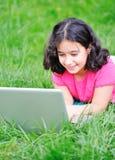与膝上型计算机的儿童活动 图库摄影