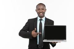与膝上型计算机的非洲商人 库存图片